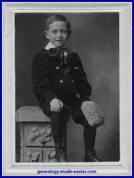 1910 Young boy portrait