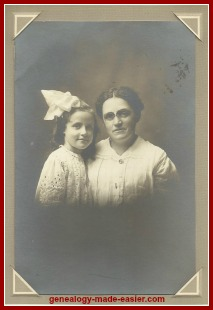 mother and daughter in early 1900s